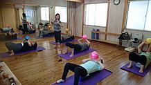 4月からのカルチャールーム・はぴふる講座。 「身体バランスケア!リンパストレッチ&マッサージ」 リンパストレッチとマッサージで血流をよくして 筋肉バランスを整え、身体の歪みを改善していきます。 第1・第3水曜日、10:00~11:30 第4月曜日、19:30~21:00 「60歳からの健康づくり体操」 健康寿命をのばすための、軽運動や手ぬぐいストレッチ などで、無理なく気持ちよく身体を動かしていきます。 第2・第4火曜日、13:00~14:15
